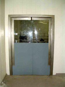 Маятниковые двери из ПВХ