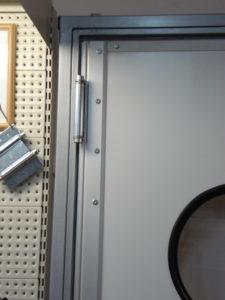 Петли для маятниковых дверей