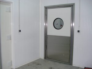 Маятниковые двери от производителя