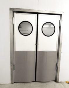 Маятниковые двери из сэндвич-панелей