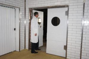 Маятниковые двери для молочного производства