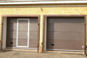 Секционные ворота с калиткой для гаража